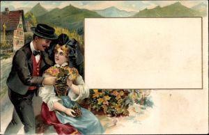 Präge Litho Mann und Frau in Elsässer Tracht, Flügelhaube, Gebirge