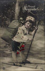 Ak Glückwunsch Neujahr, Kind mit Geldsack auf Skiern, Schneefall
