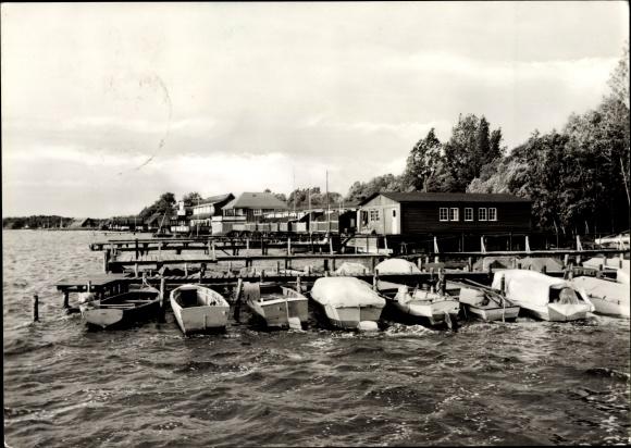 Ak Güstrow im Kreis Rostock, Bootshäuser am Inselsee, Boote am Anleger