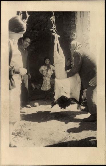 Künstler Ak Marokko, Islamisches Opferfest, Ait el Kebir, Hammelfest, Häutung, Schlachtung