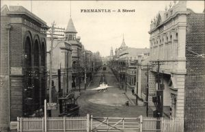 Ak Fremantle Australien, A Street, Blick in eine Straße, Straßenbahndepot, Municipal Tramway