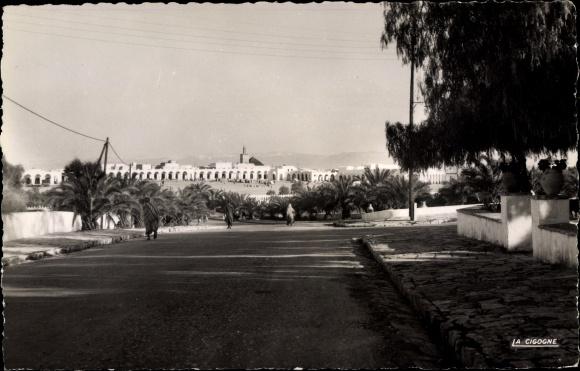 Ak Boujad Marokko, Vue generale, Straßenpartie, Blick zum Ort 0