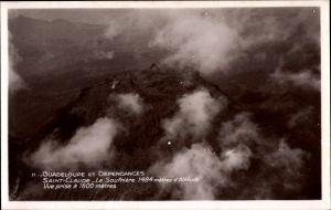 Ak Saint Claude Guadeloupe, La Soufriere, Berggipfel, Fliegeraufnahme