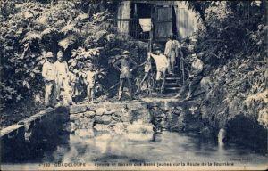 Ak Guadeloupe, Ajoupa et Bassin des Bains jaunes sur la Route de la Soufriere