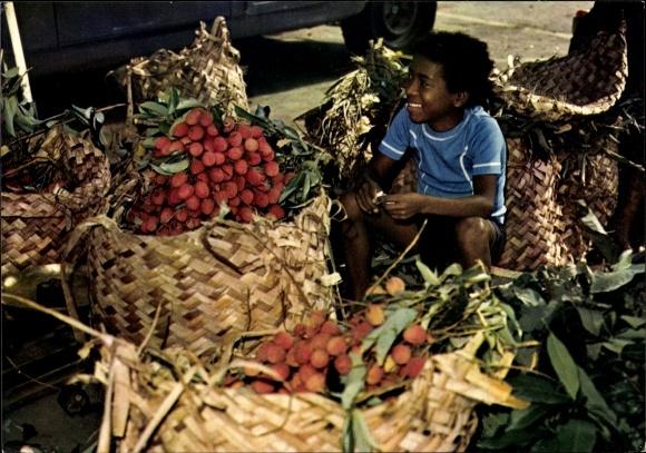 Ak La Reunion, Marchand de fruits, Junger Fruchtverkäufer, Marktstand