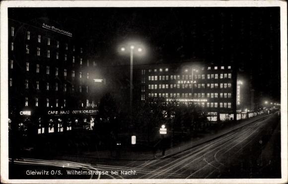 Ak Gliwice Gleiwitz Schlesien, Wilhelmstraße bei Nacht, Langzeitbelichtung, Haus Oberschlesien