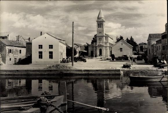 Ak Pakoštane Kroatien, Uferpartie, Kirche, Platz