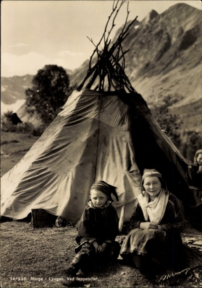 Ak Lyngen Norwegen, Ved lappeteltet, Lappländer vor ihrem Zelt