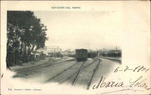 Ak Madrid Spanien, Estacion del Norte, Blick auf den Bahnhof, Schienen, Güterwaggons