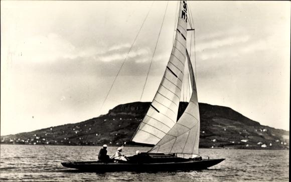 Ak Badacsony Ungarn, Latkep, Segelboot auf dem Wasser