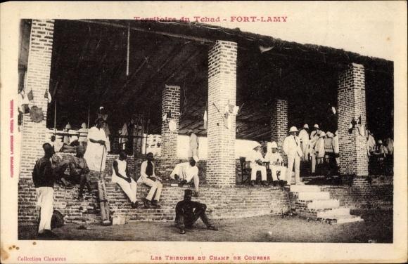 Ak Fort Lamy Tschad, Les Tribunes du Champ de Courses, Tribüne der Rennbahn, Kolonisten