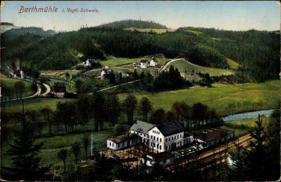 Ak Barthmühle Pöhl im Vogtland, Blick auf den Ort mit Umgebung