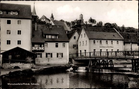 Ak Waischenfeld in der Fränkischen Schweiz Bayern, Blick zum Textilgeschäft von Otto Söllner, Brücke