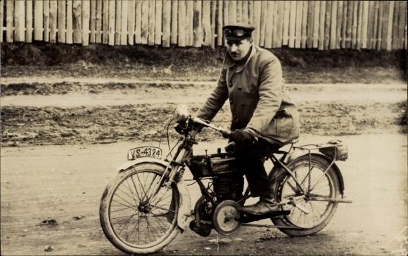 Foto Ak Zündapp Motorrad, Kennzeichen VS-4324, Motorradfahrer, Fahrerbrille