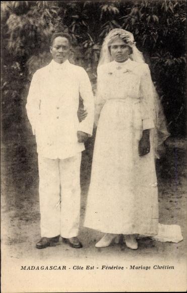 Ak Fénérive Madagaskar, Mariage Chrétien, Christliches Hochzeitspaar, Brautkleid