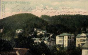 Ak Friedrichroda im Thüringer Wald, Teilansicht der Ortschaft, Wald, Häuser