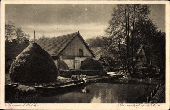 Ak Lehde Lübbenau im Spreewald, Bauerngehöft, Flusspartie mit Blick auf den Ort