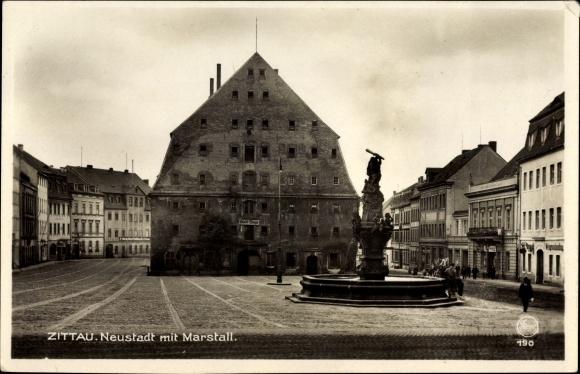 Ak Zittau in der Oberlausitz, Blick in die Neustadt mit Marstall, Herkulesbrunnen