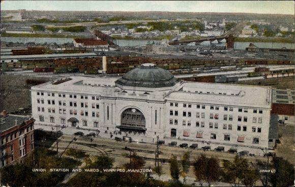 Ak Winnipeg Manitoba Kanada, Union Station and Yards, Bahnhof und Bahnanlagen, Güterwaggons