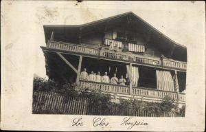 Foto Ak Leysin Kt. Waadt Schweiz, Le Clos, Männer in Uniform auf dem Balkon eines Hauses