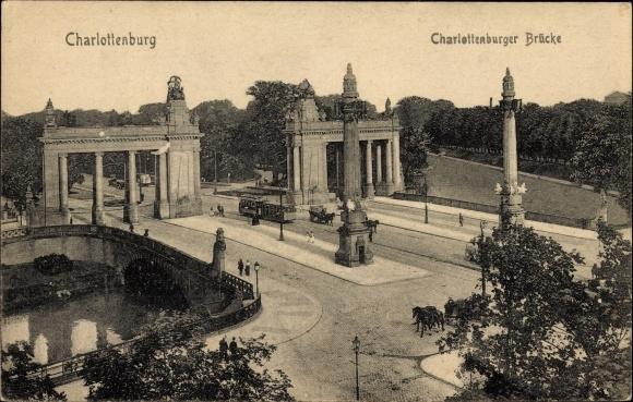 Ak Berlin Charlottenburg, Partie an der Charlottenburger Brücke, Straßenbahn