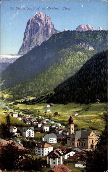 Ak St. Ulrich in Gröden Ortisei Südtirol, Blick auf den Ort, Kirche, Gebirge