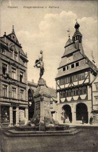 Ak Gießen an der Lahn Hessen, Blick auf Kriegerdenkmal und Rathaus, Geschäft