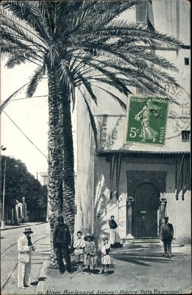 Ak Algier Alger Algerien, Boulevard Amiral Pierre, Porte Mauresque, Anwohner