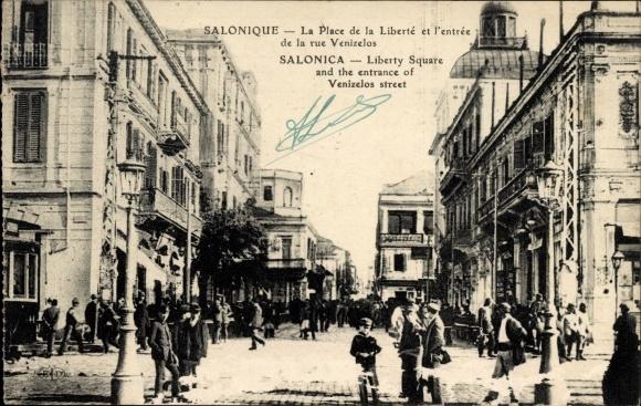 Ak Thessaloniki Griechenland, La Place de la Liberté et l'entrée de la rue Venizelos