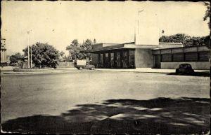 Ak Orleansville Algerien, La Gare, Batiment des Viyageurs, Blick auf den Bahnhof, Straßenseite