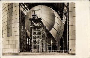 Ak Luftschiff Hindenburg im Bau, LZ 129, Hangar, Luftschiffhalle, Im Bau