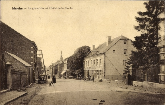 Ak Marche en Famenne Wallonien Luxemburg, Le grand'rue et l'Hôtel de la Cloche