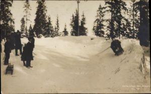 Ak Norwegen, Schlitten während einer Abfahrt, Wintersport