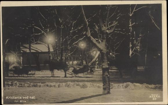 Ak Kristiania Christiania Oslo Norwegen, Ved nat, Straßenpartie bei Nacht, Winter, Schlittengespann