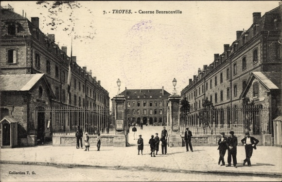 Ak Troyes Aube, Caserne Beurnonville, Kaserne, Eingangstor