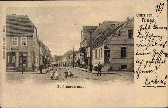 Ak Friesack im Havelland, Partie in der Berliner Straße, Schneider Julius Rusicke, Apotheke