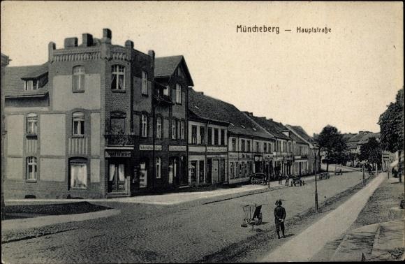 Ak Müncheberg im Kreis Märkisch Oderland, Hauptstraße mit Geschäft von Ernst Winzer