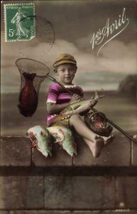 Ak 1. April, 1er Avril, Junge auf einer Mauer mit Kescher und Fischen, Poisson, RPH 4362 3