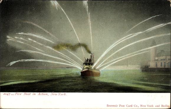 Ak New York City USA, Fire Boat in Action, Hafenpartie, Feuerwehrschiff