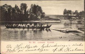 Ak Leksand Schweden, Kyrkbat, Flusspartie mit Blick auf den Ort, Ruderboot