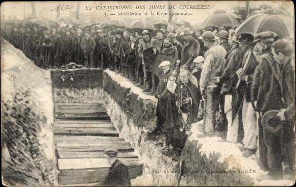 Ak Courrieres Pas de Calais, Catastrophe des Mines, Bénédiction de la Fosse Commune, Grubenunglück