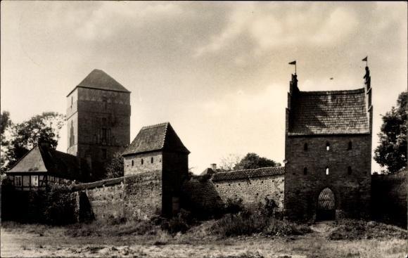 Ak Wittstock Dosse in der Ostprignitz, Blick auf Amtsturm und Burgmauer