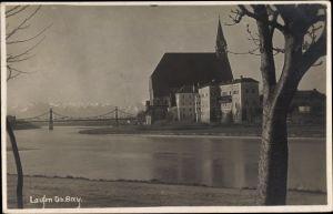 Foto Ak Laufen Salzach im Berchtesgadener Land, Blick über den Fluss auf die Pfarrkirche, Brücke