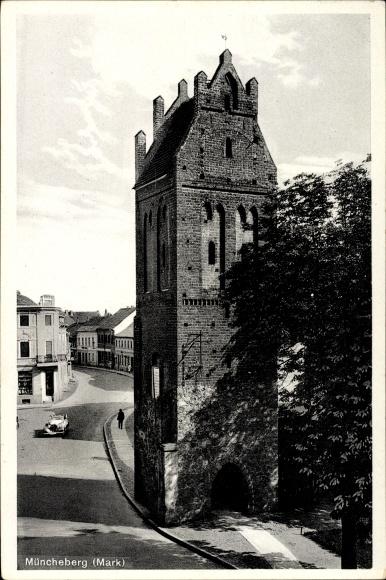 Ak Müncheberg im Kreis Märkisch Oderland, Blick auf den Pulverturm am Berliner Tor