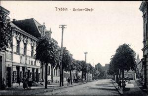 Ak Trebbin im Kreis Teltow Fläming, Partie in der Berliner Straße, Handlung von T. Timm