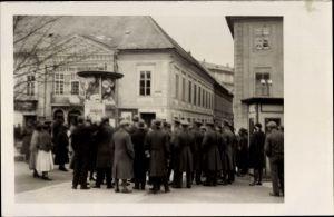 Foto Ak Klagenfurt am Wörthersee in Kärnten, Gruppe von Anwohnern am Electro Bioskop