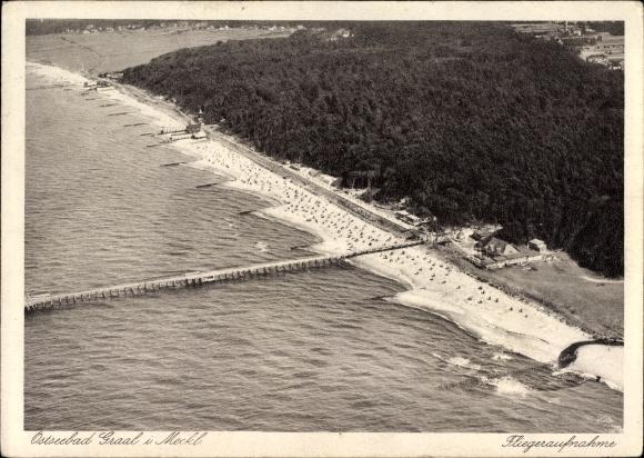 Ak Graal Müritz im Kreis Rostock, Strandpartie mit Steg, Fliegeraufnahme