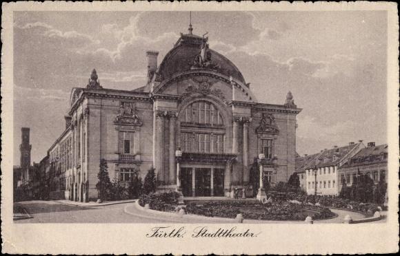 Ak Fürth in Mittelfranken Bayern, Straßenpartie mit Blick auf das Stadttheater
