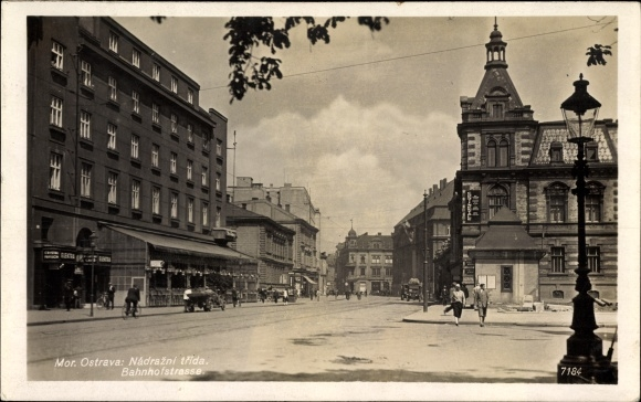 Foto Ak Ostrava Moravskoslezský kraj Reg. Mährisch Schlesien, Blick in die Bahnhofstraße