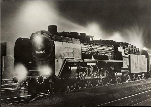 Ak Deutsche Eisenbahn, Tender 01 204 mit E 807 in Weida, Dampflokomotive